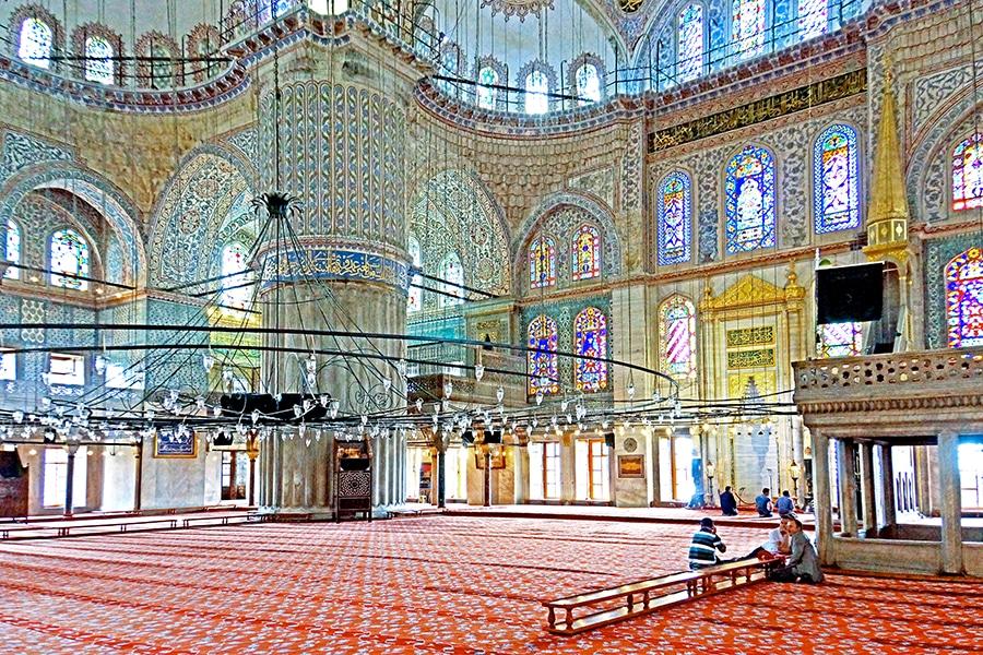 Binnenzijde van de Blauwe moskee (Sultan Ahmetmoskee) in Istanbul, Turkije