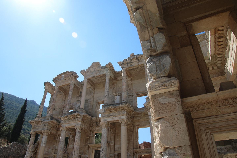 De bibliotheek van Celsus in Efeze is het meeste bekende bouwwerk