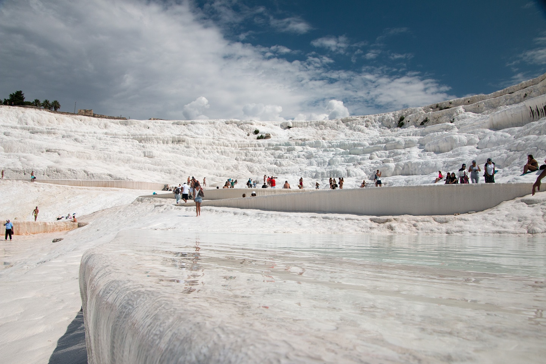 Eén van de prachtige witte kalkbaden in Pamukkale