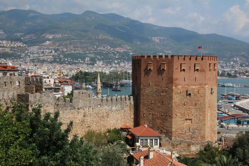 Een oude toren in Alanya
