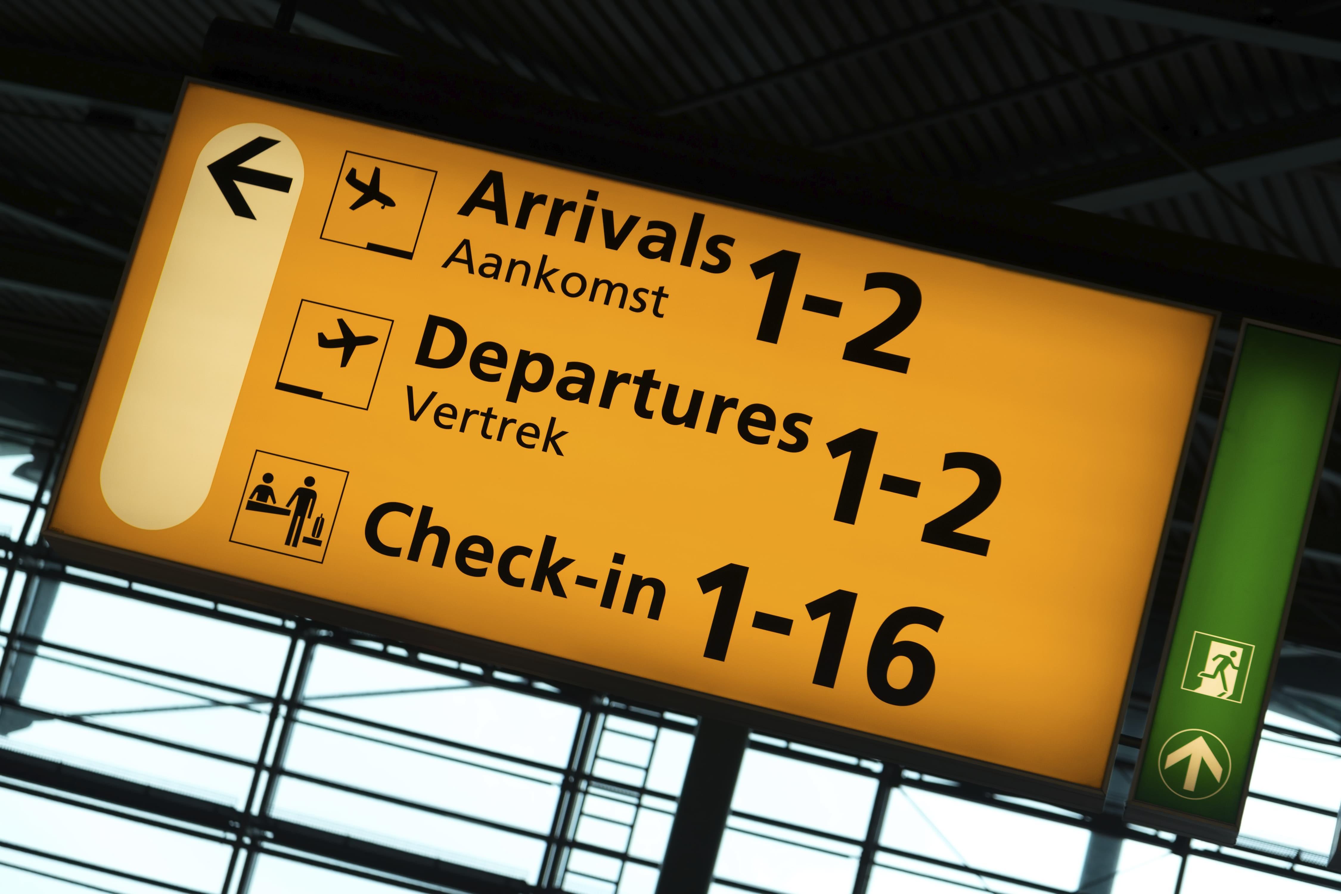 Wegwijzer op Schiphol