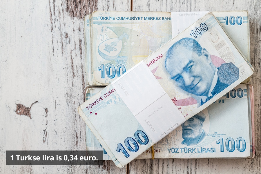 1 Turkse lira is 0,34 euro.