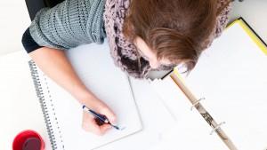 Meisje bezig met studeren