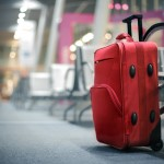 Koffer op leeg vliegveld
