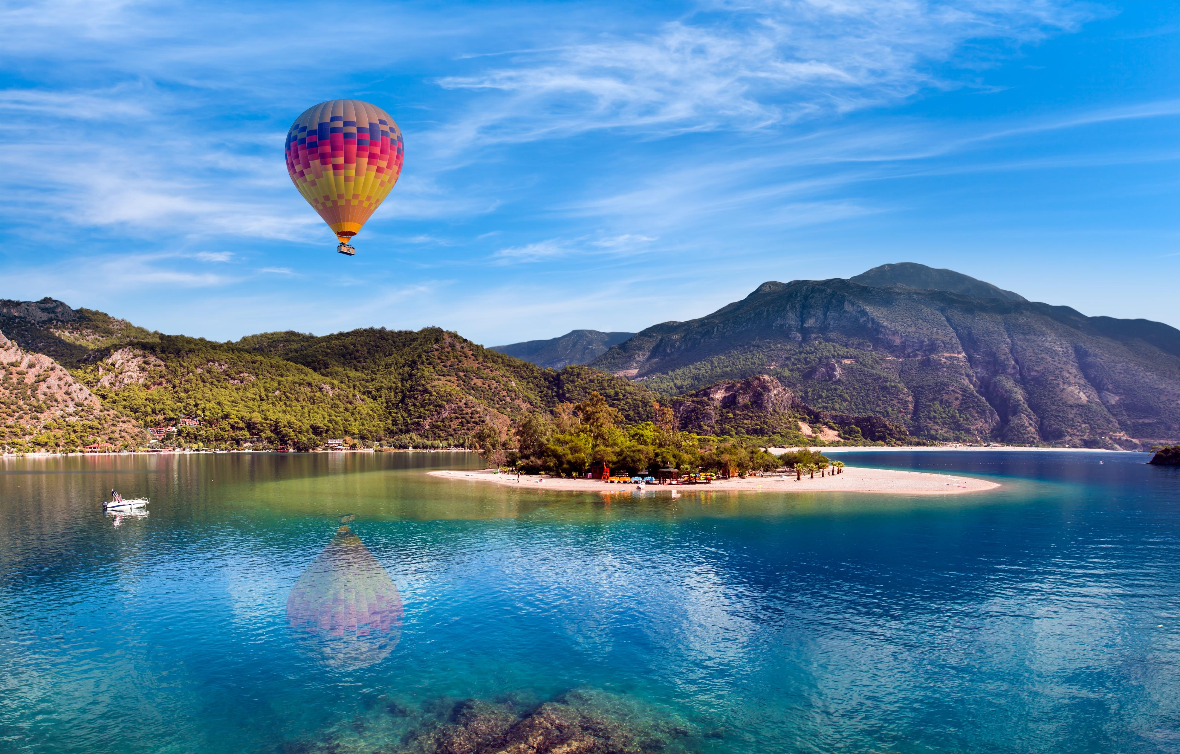Luchtballon bij Oludeniz, Turkije