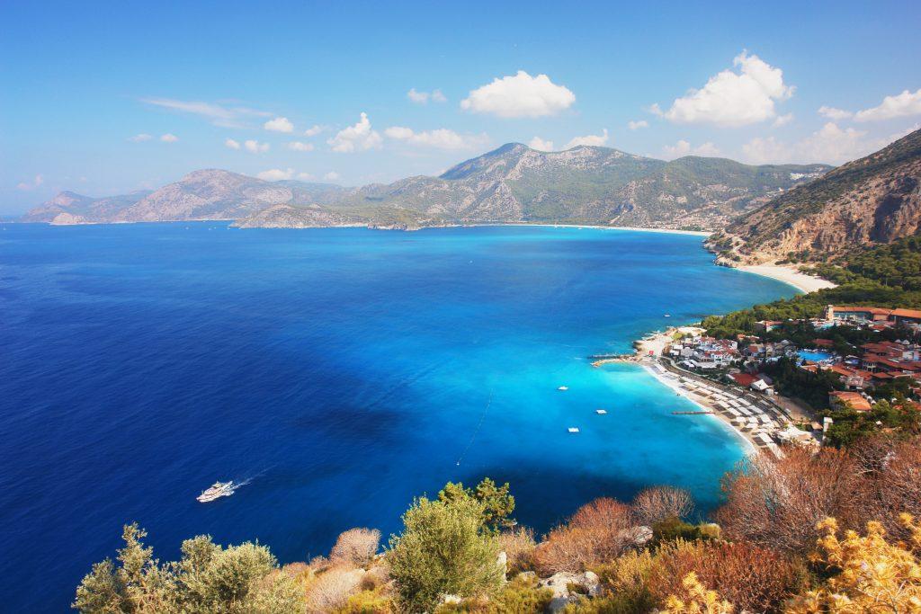 Uitzicht over Oludeniz, Turkije