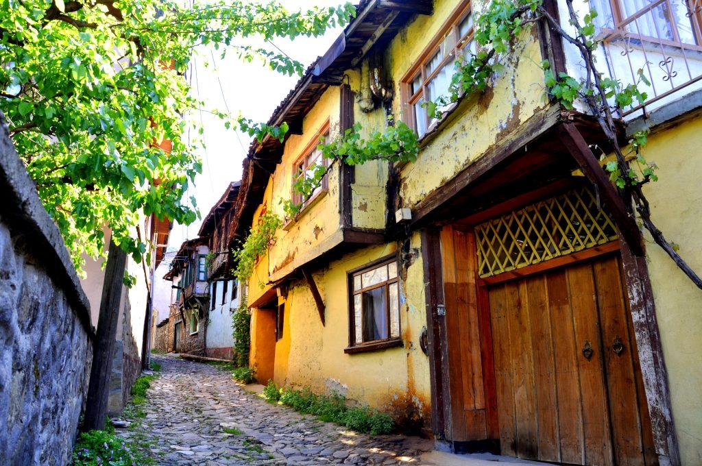 Eeuwenoude woningen in Cumalıkızık, Turkije
