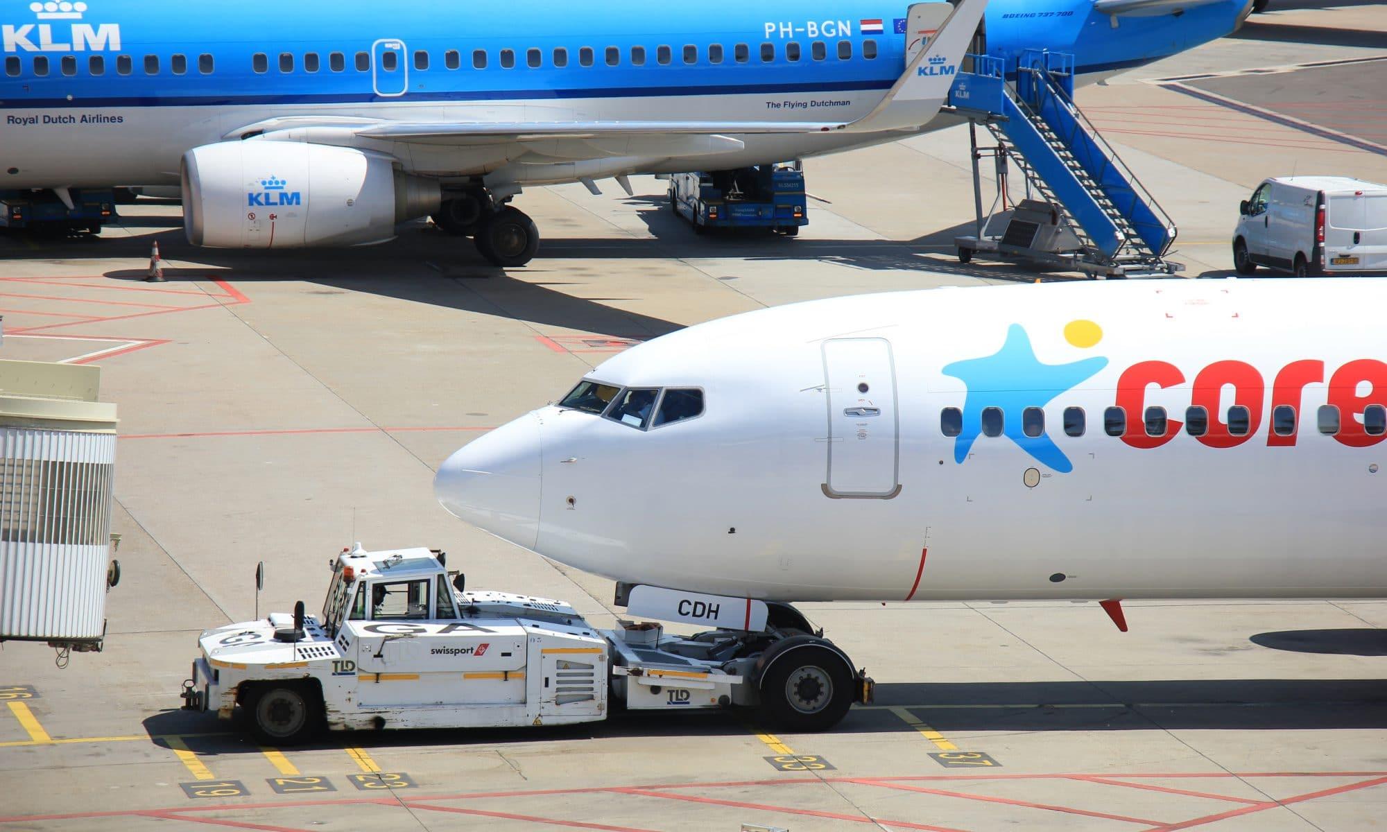 Vliegtuig van Corendon op Amsterdam Schiphol
