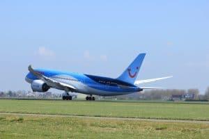 Dreamliner van TUI vertrekt vanaf Amsterdam Schiphol