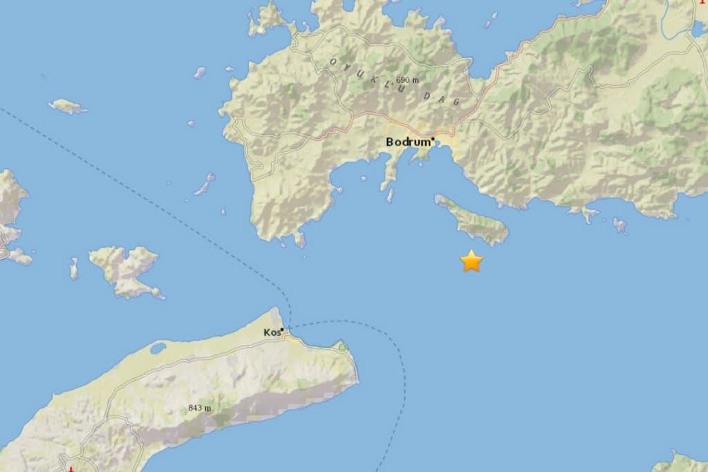 Epicentrum van de aardbeving voor de kust van Bodrum