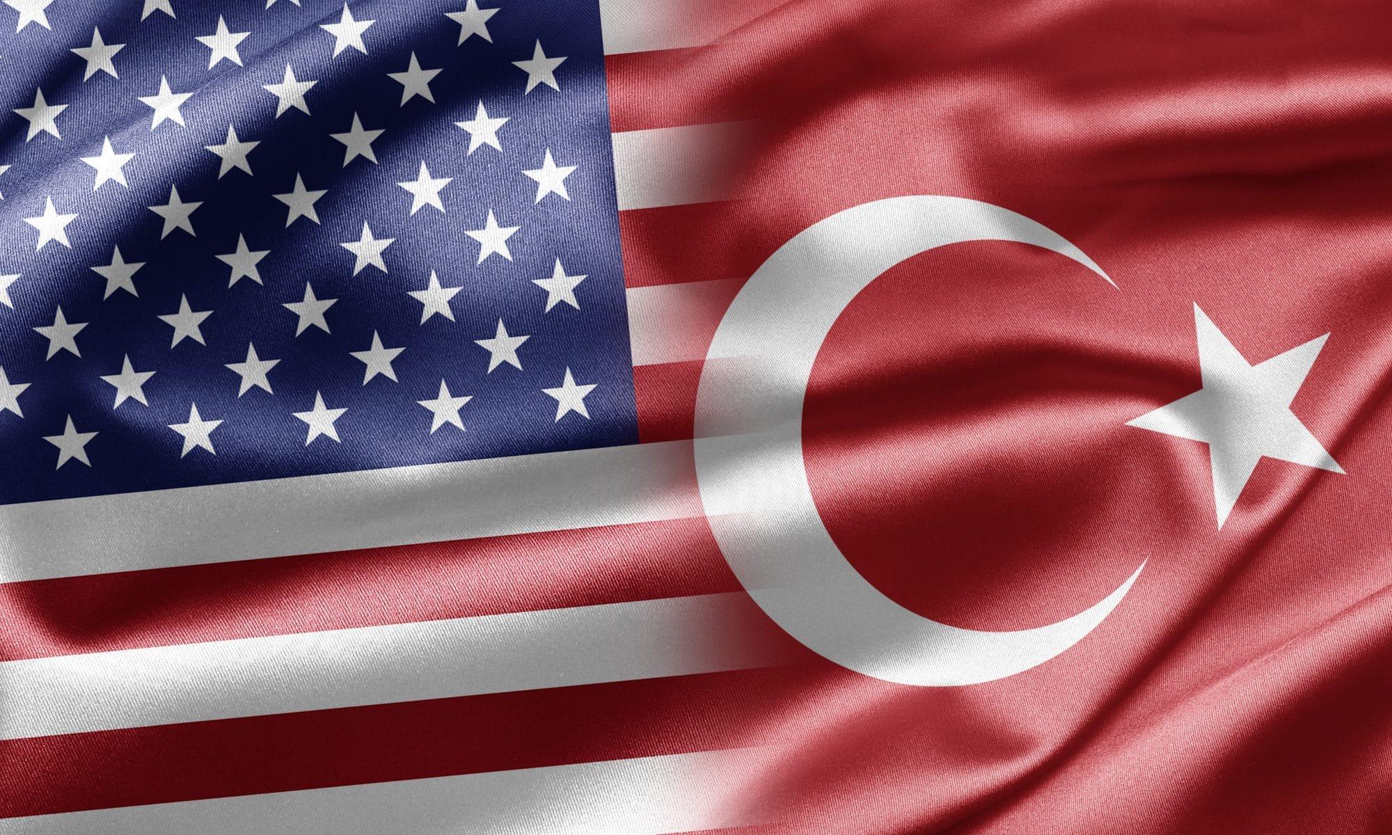 De vlag van de Verenigde Staten en Turkije in elkaar verweven