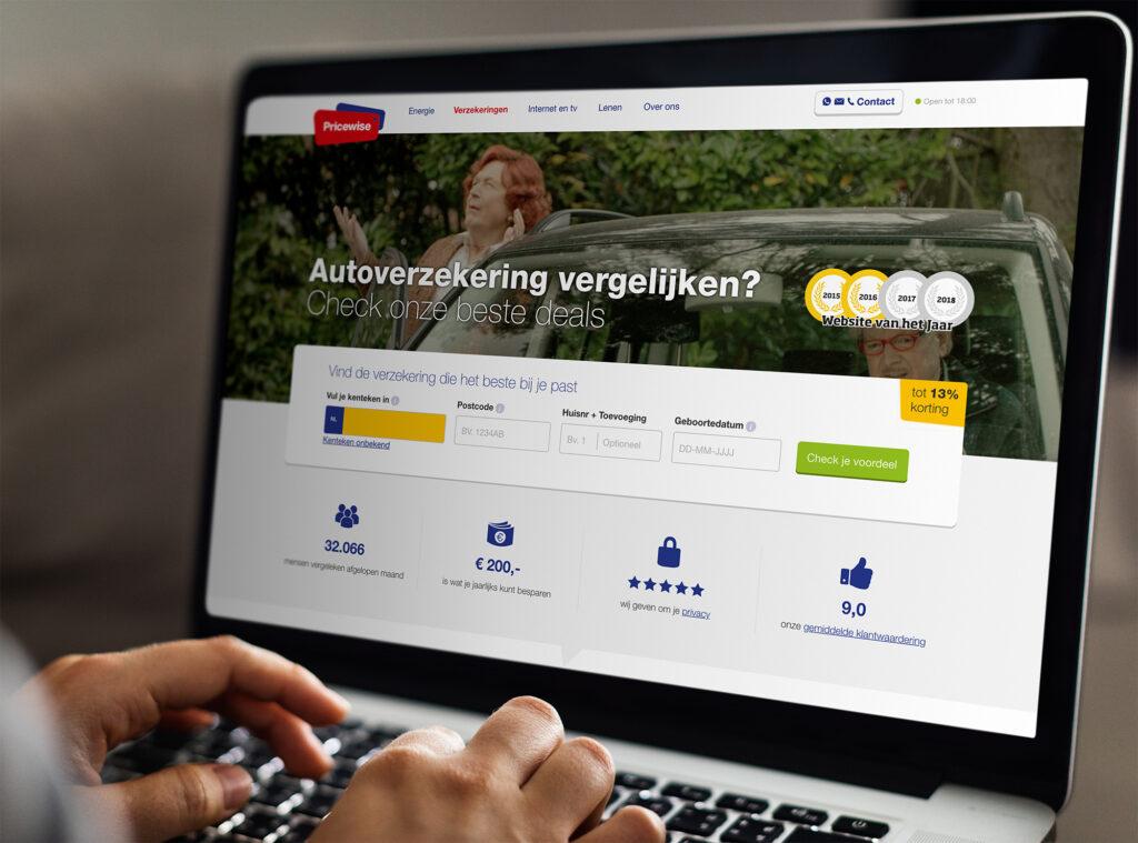 Website van een autoverzekering op een laptop