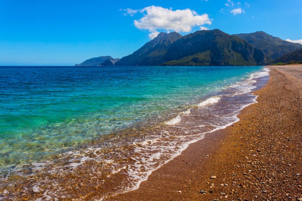Strand aan de Lycische kust in Turkije