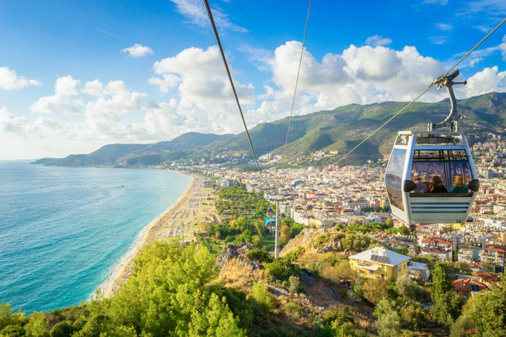 Uitzicht over Alanya met de kabelbaan naar boven